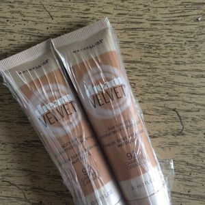 Maybelline Dream Velvet Foundation Caramel x 2